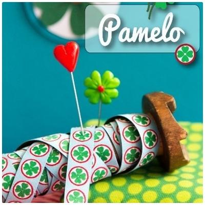 Farbenmix Webband Pamelo Glücksklee grün auf hellblau
